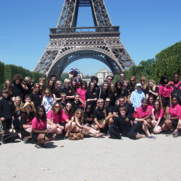 Notre Dame group photo in Paris